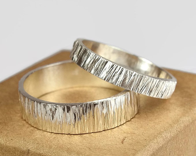 4mm and 6mm His and Hers Rustic Woodgrain Wedding Bands Sterling Silver Tree Bark Wedding Band Set Wood Grain Free Inside Engraving