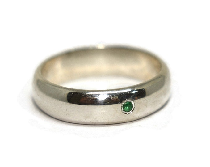 Mens Classic Ring Mens Emerald Ring Silver Wedding Ring Custom Silver Emerald Ring Engraved Ring Traditional Ring Unique