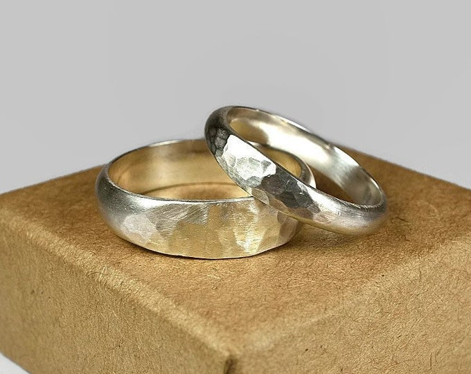 Sterling Silver Wedding Band Ring Set. Couple Wedding Band Set, Classic Hammered Style. Half Round Shape 4mm and 6mm