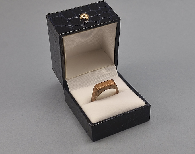 Vintage Blue Leather Ring Box. Ring box made Imitation Crocodile Skin Leather in Blue Color