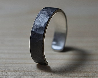 Adjustable Mens Black Silver Wedding Band Ring. Hammered Black Silver Wedding Band Ring. Mens Hammered Adjustable Silver Band Ring