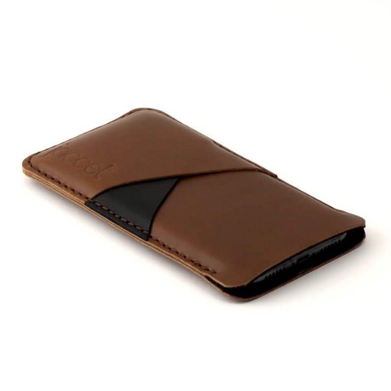 Available for all OnePlus models Brown Full-grain leather with two pockets voor cards JACCET leather OnePlus 8 Pro case