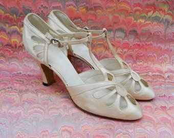 f2a6226f0744d7 Ivory Satin Very Rare 6A GORGEOUS 1930 s Eyelet Cut Outs T-Strap Bridal  Shoes