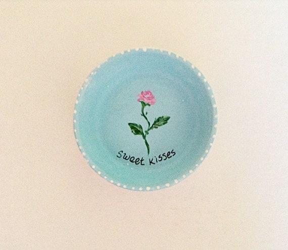 SWEET KISSES - Hand Designed Jewelry Dish