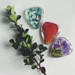 Guitar pick made with flowers, music lover, guitar player, guitar accessories, music accessories, music, musician. Floral picks