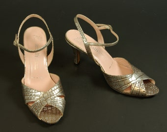 07d86e7595c Silver Peep Toe Strappy Sandals 80s Designer Amalfi for Nordstrom Embossed  Leather Faux Crocodile 7B US 37.5 EUR 4.5 UK