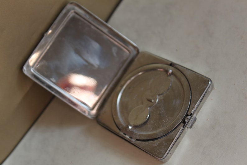 Early Powder Compact Lovely Collectors Piece Art Deco Era. Hastings Silver Non Spill Compact c1930/'s