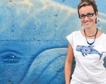 Camiseta Costurilla de mujer, personalizable. Ballena piloto. Calderón tropical. Ballenas en Tenerife.
