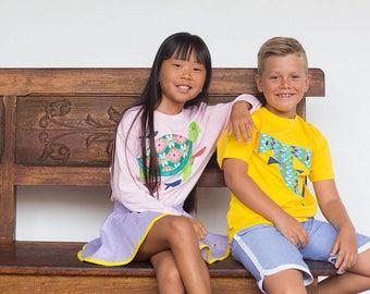 Camiseta tirtuga y peces piloto , Camiseta rosa para niños. Buceo, amantes del mar. Océanos. Playa. Ropa divertida de niños