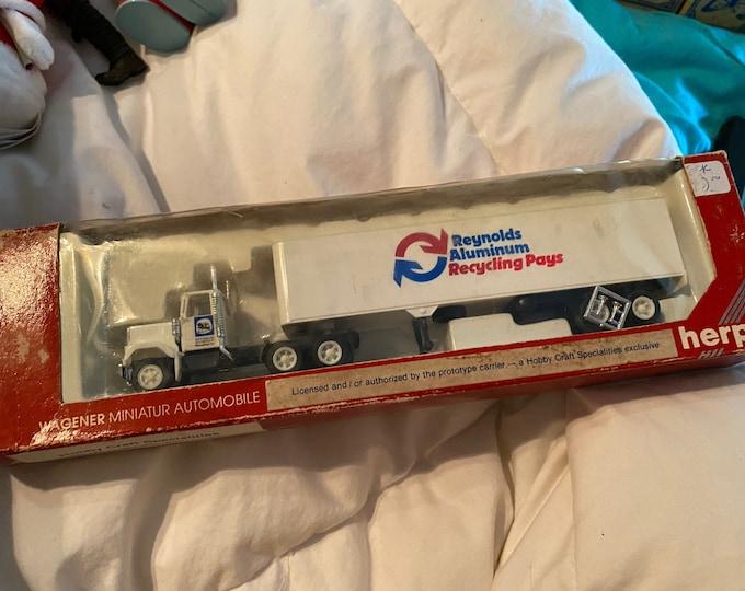 Reynolds Aluminum Truck 1:87 scale