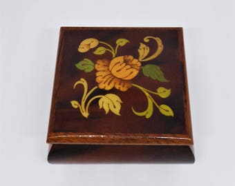 A.Gargiulo & Jannuzzi floral wooden lacquered box