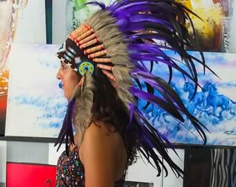 El Original - pluma Real púrpura jefe indio tocado réplica 75cm, sombrero del estilo americano nativo traje mano hecho guerra Bonnet