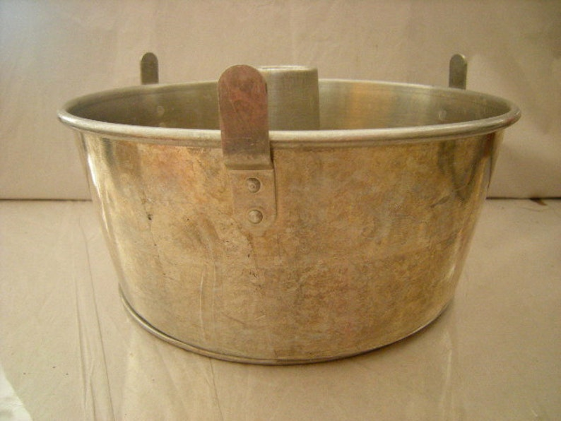 Mirro baking mold-angel food cake-bakers-removable bottom-aluminum-retro-