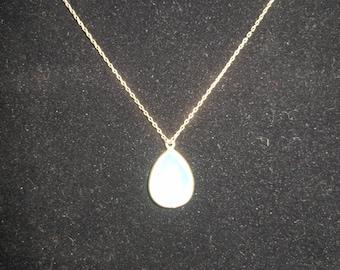 "18"" Vintage Gold Tone Green Pendant Necklace"
