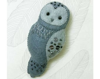 Grey Owl Felt Brooch, Woodland Animal Jewelry,Beaded Felt brooch with hand embroidery details, Gift for Owl Lovers