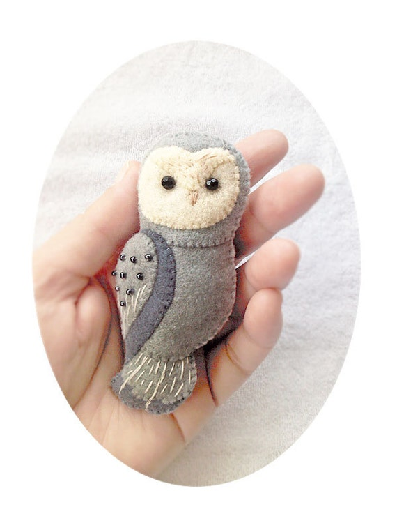 Owl Felt Brooch, Handmade Felt Owl Brooch, Woodland Animal Felt Jewelry, Grey Owl Pin, Felt Accessory for Owl Lovers