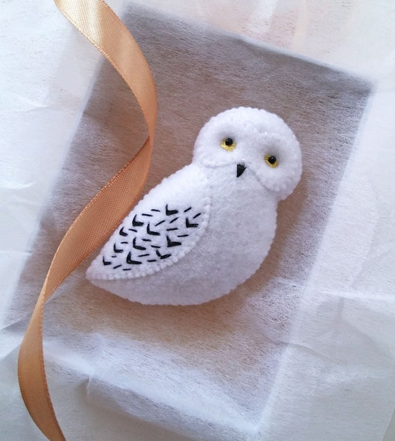 ON SALE OOAK Felt Snowy Owl Brooch with Hand Embroidery, Hedwig the Owl Fabric Brooch from Harry Potter