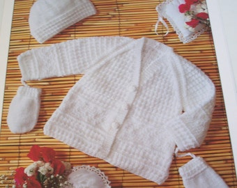 baby knitting pattern for cardign  hat and mittens,
