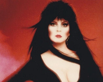 Cassandra Peterson counts kustoms