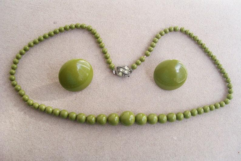Vintage Olive Green NECKLACE /& EARRING SET Acrylic Screw Backs Graduated Beads Set Button Rhinestone Clasp
