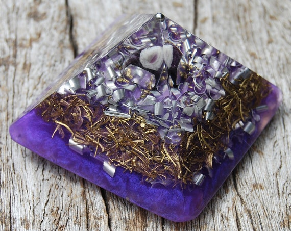 Orgonite® Pyramid with Amethyst Cheops Giza Purple Small