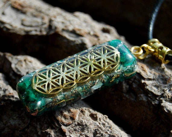 Raw Silky Malachite Orgonite® Necklace, with FLower of Life pattern   -  FREE Shipping !