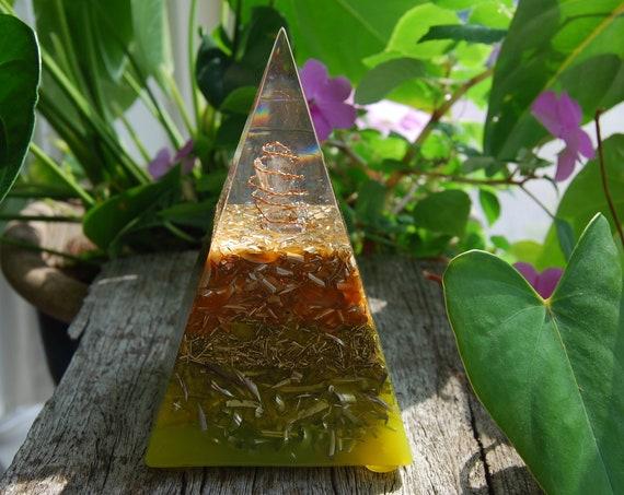 Quartz Orgonite® Pyramid Orgone Chi Prana Positive - FREE Shipment !