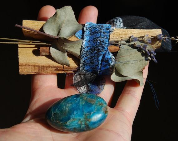 Gift Set Blue Apatite and Palo Santo Bundle Kit