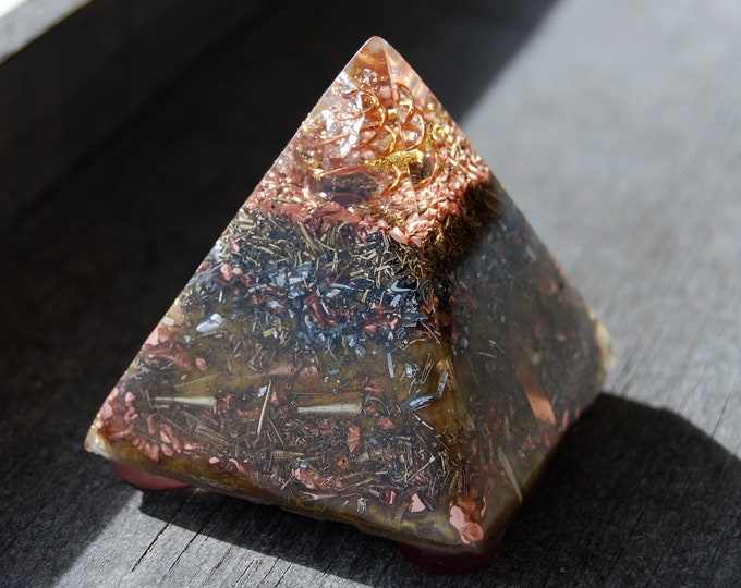 Pure Copper Orgone Orgonite® Pyramid, 24K Gold, clear Quartz, Balance, Harmony. Protection. Positive Energy