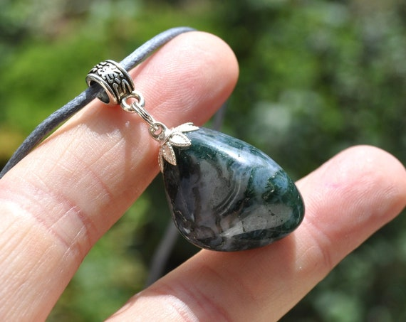 MOSS AGATE pendant on adjustable Cord Necklace - FREE Shipping !