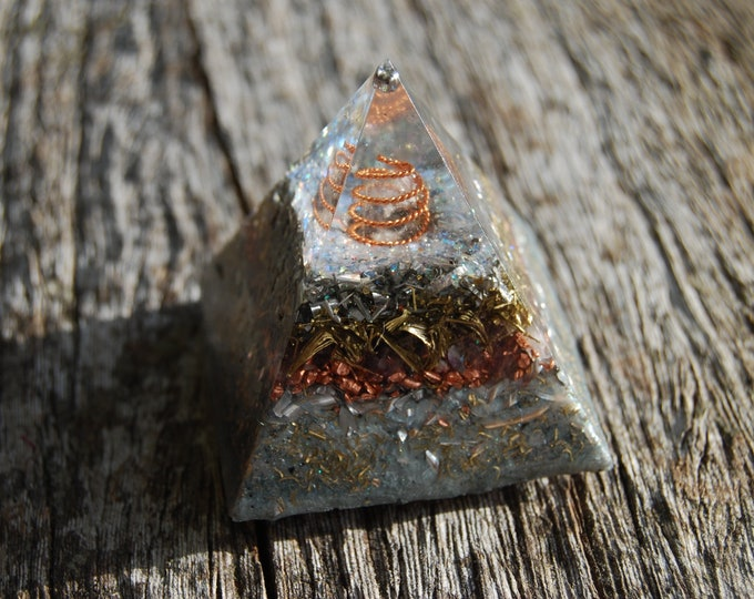 Amethyst Orgone Orgonite® Pyramid with four clear quartz Crystals