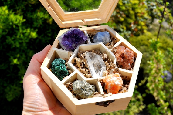 Chakra SET Giftbox with 7  RAW Crystals in Hexagon Wood Box with Glass Lid - FREE Delivery