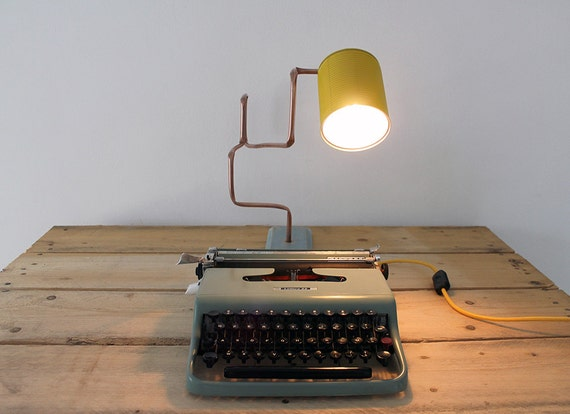 Lampada da tavolo in rame e legno realizzata con materiali etsy