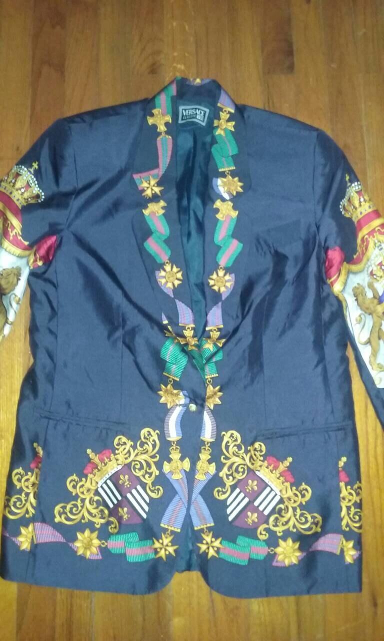 afa70019042f Super Rare Vintage Versace soie Blazer   ou veste taille petite ou    moyenne afb2bc