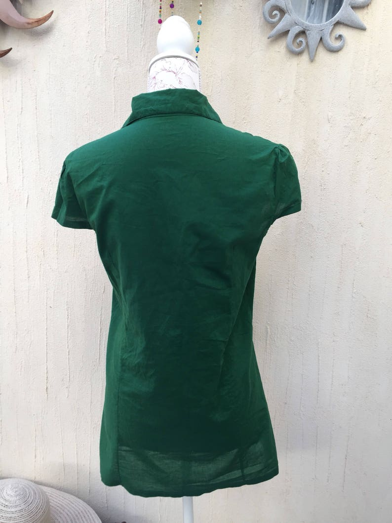 Vintage blouse-retro look-vintage shirt-vintage look-green blouse-floral shirt-vintage clothing-retro fashion-vintage collection-vintage