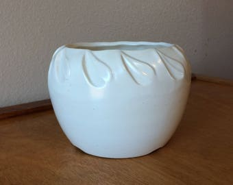 "4"" White Matted USA Ceramic Pottery - Round Shape Planter"