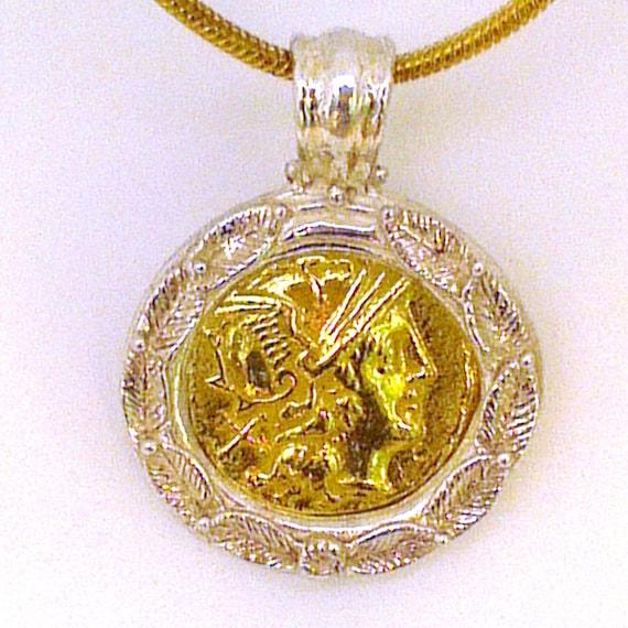 Mercury Anhänger, mit antiken römischen Münze Eindruck des Gottes Merkur, in 18 k Gold und einem Sterling Silber Rand.