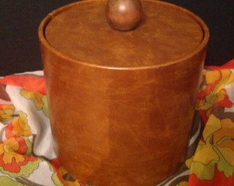 vintage wood-look vinyl ice bucket marked Elmar Mfg.