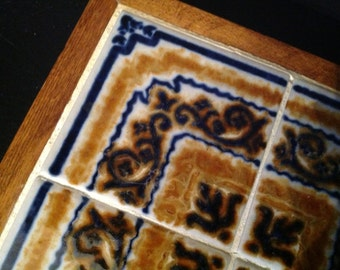 vintage decorative ceramic and wood hot pad/trivet dresden blue and gold