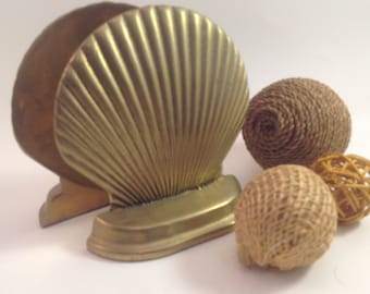 pair bookends solid brass clam sea shell nautical coastal beach black velvet bottoms by PENCO