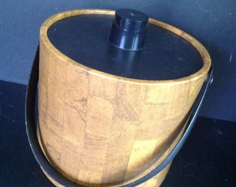 vinyl ice bucket faux oak colored wood w/black handle and molded plastic textured lid