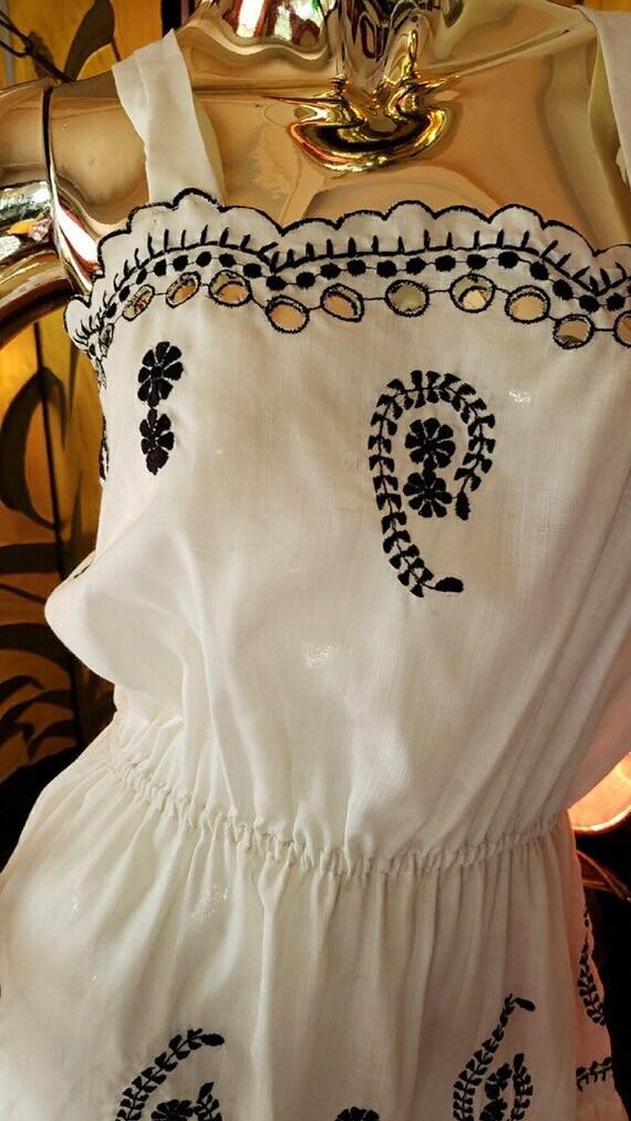Vintage embroidered Dress - image 5
