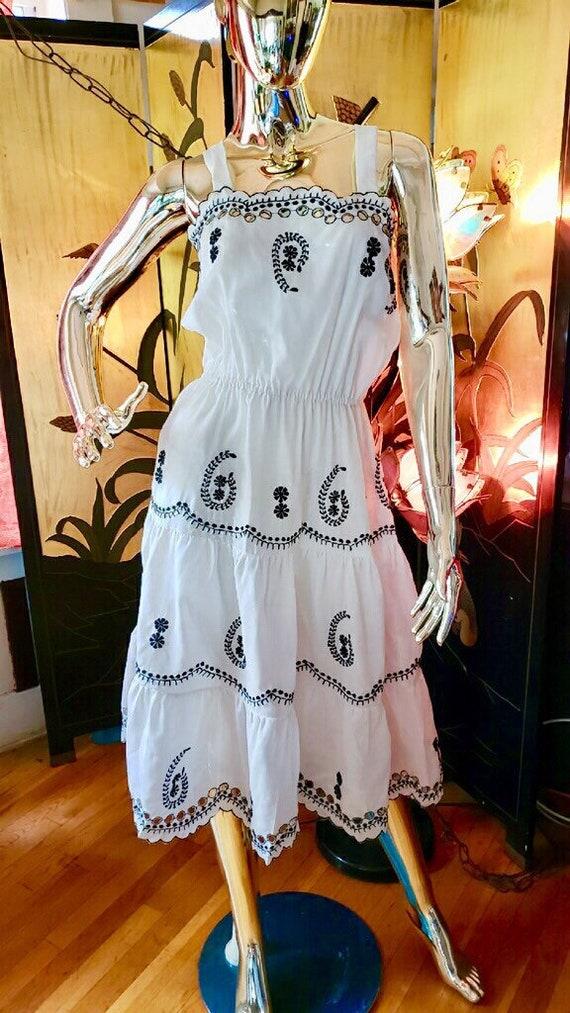 Vintage embroidered Dress - image 4