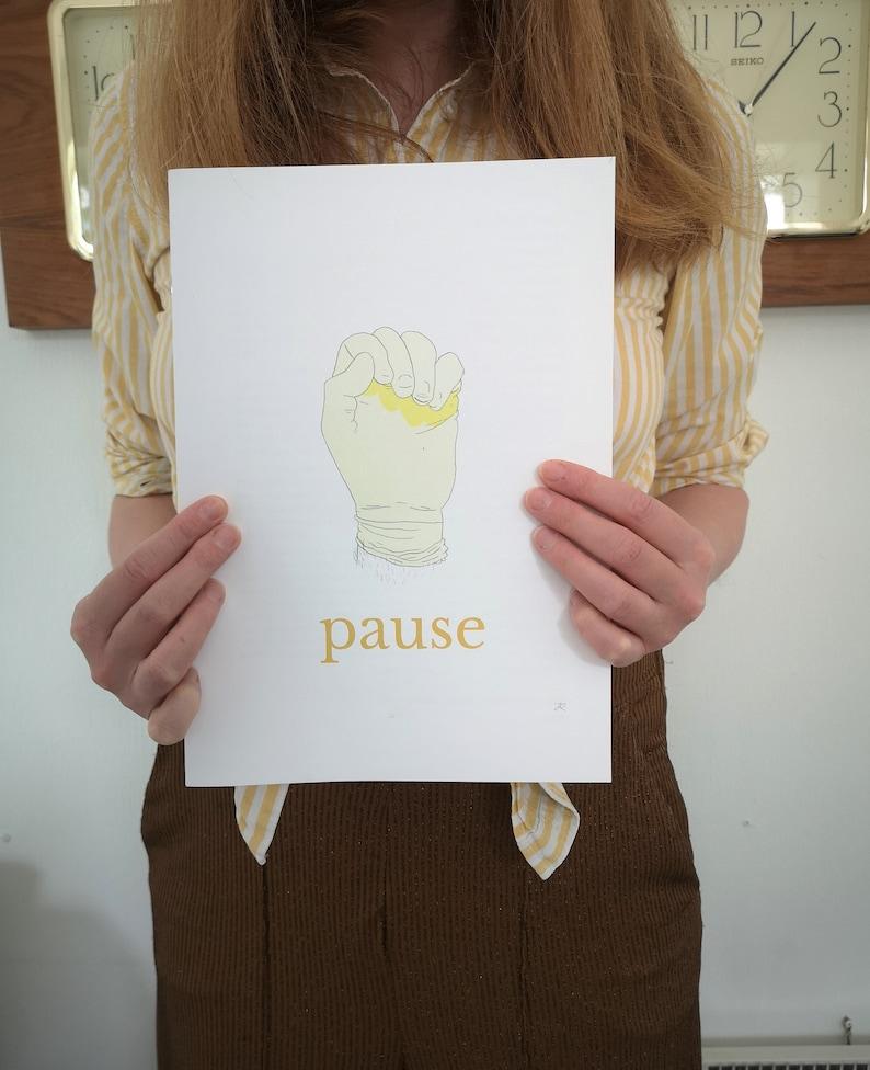 Pause image 0