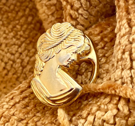"""Very Vintage Scarf Ring, the """"Golden Lady"""""""