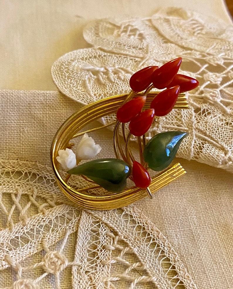 Vintage Carved Faux Jade /& Coral Brooch