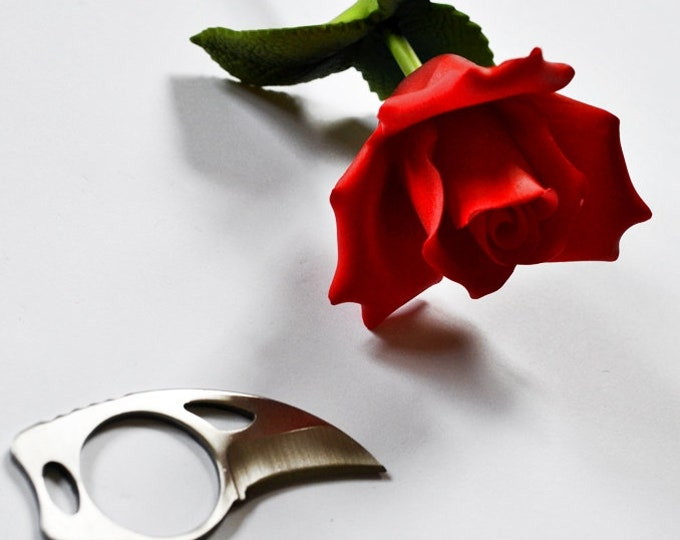 US & UK shipping!  BDSM Art - FInger tip blade for close, intimate knife play.   Kinky Fetish Sex Toy