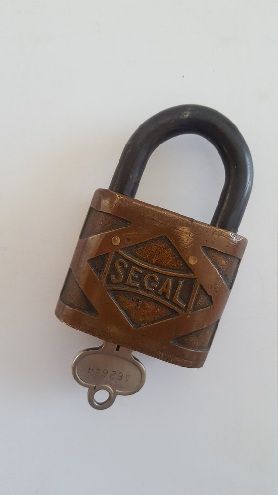 rust less protection Vintage circa 1966 Taylor padlock No.740 one aluminum key