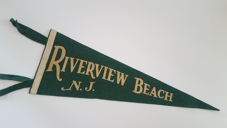 Vintage 1950/'s souvenir wool felt pennant features Riverview Beach New Jersey on the Delaware River