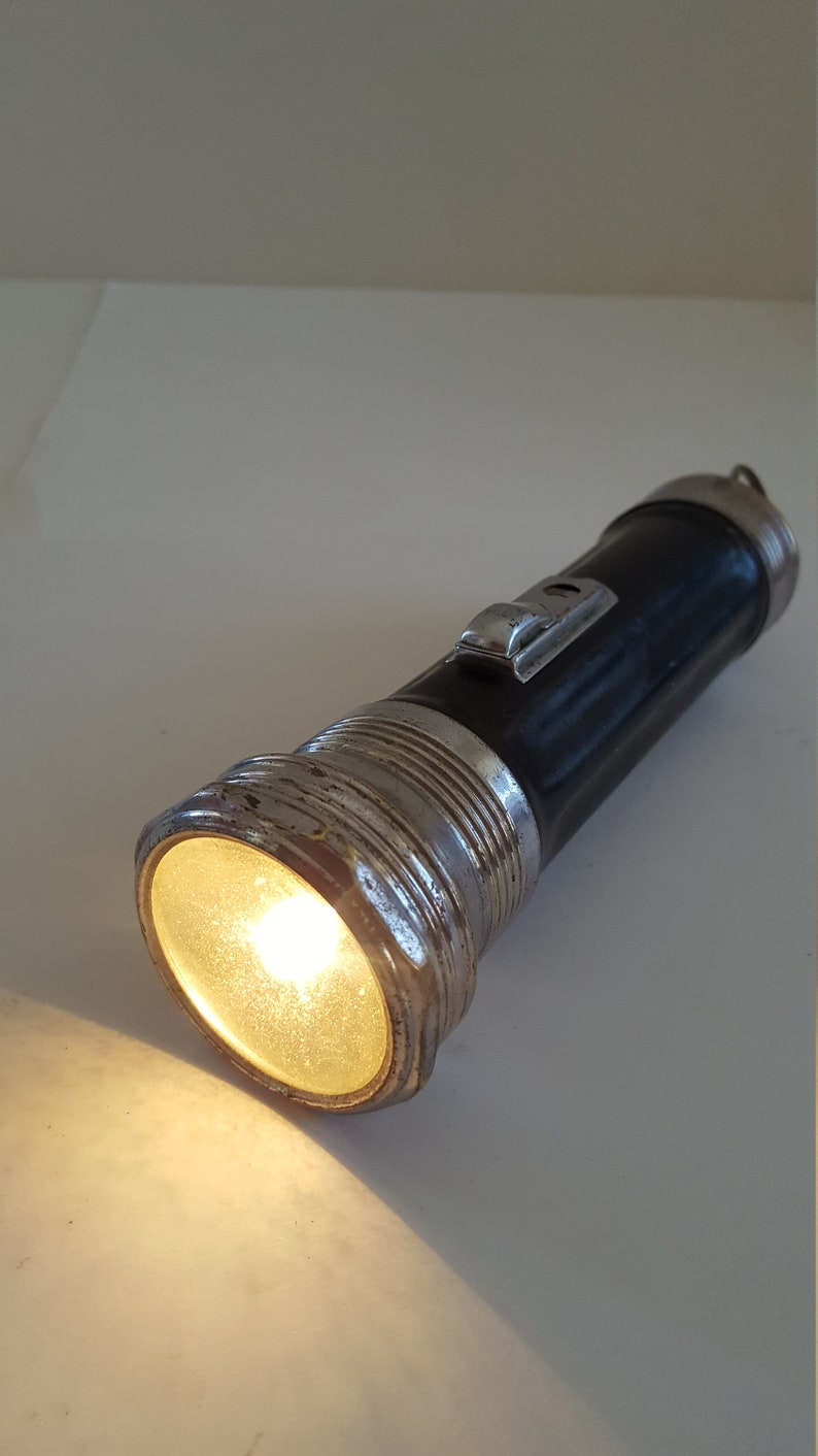 nice look Vintage circa 1925 Ray-o-vac 2 D cell working flashlight Cloud logo shows its age
